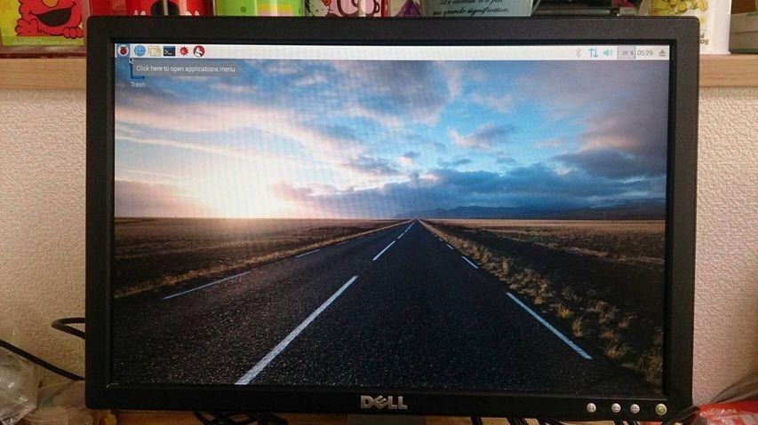 デスクトップ左上の「ラズベリー」のアイコンをクリック!